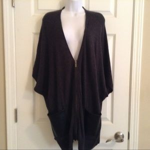 🌺 Ann Taylor Zip front knit cape/poncho